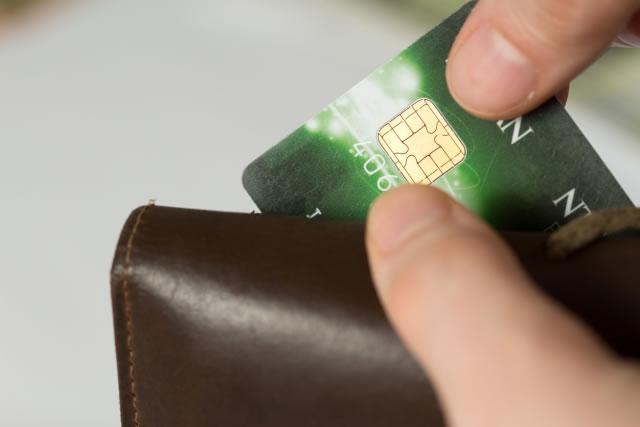 親のクレジットカード 勝手に使う